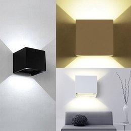 Dans la lumière conduit 6w en Ligne-Lampe murale 6W conduit Appliques Appliques Wall Cube d'angle réglable Simple moderne jusqu'à IP67 Surface Montée Outdoor Cube Lampe Imperméable Up Down