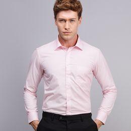 Venta al por mayor-Otoño 2016 hombres camisa de vestir sólida camisa de algodón blend Comfort blanda clásico de ajuste camisa de manga larga camisas (sin lazo) supplier pink formal tie desde lazo formal de color rosa proveedores