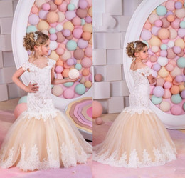 Manches habillage enfants tulle en Ligne-2017 Pretty Mermaid Lace Flower Girls Robes Ruffles Organza Capped Sleeves First Communion Dress Pageant Robes pour enfants