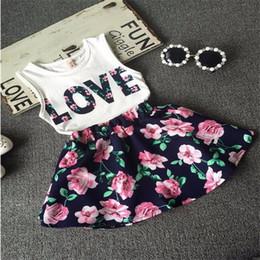 Faldas para las muchachas de los niños en Línea-Ropa de los bebés AMOR Tops + falda de la flor 2pcs algodón bastante floreado juegos de los cabritos 2017 niños del verano que arropan el sistema de la ropa