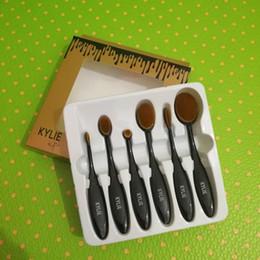 Promotion outils gratuits d'expédition 2017 NOUVEAU NOUVEAU Kylie Oval maquillage pinceau cosmétique Fondation BB Crème Poudre Blush 6 pièces Outils de maquillage Livraison gratuite