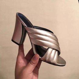 La conception de chaussures de couleur à vendre-Nouveaux chaussures décontractées d'été femmes sandales en cuir véritable couleur or talons hauts pantoufles Talon 10cm femme classique chaussures design de marque 35-41