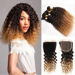 Acheter en ligne 27 bouclés ombre-Ombre Hair Extensions Three Tone Brown Blonde 1B / 4/27 Ombre Mongolian Kinky Curly Virgin Cheveux Humains Ensemble de tissus avec fermeture éclair 4x4