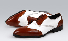 2017 los hombres hechos a mano de los zapatos oxford 2017 Zapatos de vestido blancos negros hechos a mano del negocio de los hombres Zapatos Oxfords de los hombres ocasionales de la vendimia de Britishi del cuero genuino Alta calidad los hombres hechos a mano de los zapatos oxford oferta