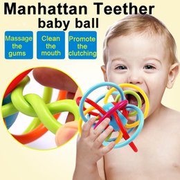 Wholesale Zorn Toys Manhattan winkel baby ball months Rattle and Sensory Teether Grasping Activity Baby soft Toy Inch Without BPA