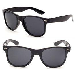 Compra Online Machos negros-Gafas de sol masculinas femeninas de la vendimia de las gafas de sol de los hombres de las mujeres de la marca de fábrica de la Al por mayor-Moda Gafas de sol negras blancas retras de los ojos UV400 de la vendimia