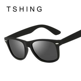 Compra Online Espejo de cristal clásico-Los hombres al por mayor-Clásicos de la vendimia polarizaron las gafas de sol del espejo del cuadrado del remache del diseñador de la marca de fábrica de las mujeres para conducir UV400