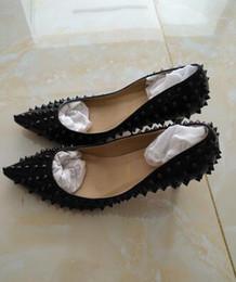 Original Box} 2017 Hot Sales Rivets Red Bottom Women High Heels, marque de luxe Pointed Toe Spiked Studded Shoes, Women Wedding Dress Shoes à partir de rouge à pointes hauts talons fabricateur