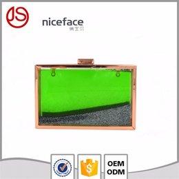 Dame ville à vendre-Dongguang ville jiashun pièces ,. Ltd arcylic soirée sac d'embrayage le transparent liquide perle sac d'embrayage gros dame paquet