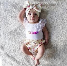 Descuento bandas para la cabeza de encaje blanco para bebés Ropa de Bebé de Niño Pequeño de Verano Vestido sin mangas de encaje blanco + Floral Impreso Pantalones cortos + Juego de 3pcs Sets Kids Infants Outfits Baby Girl Suit v64