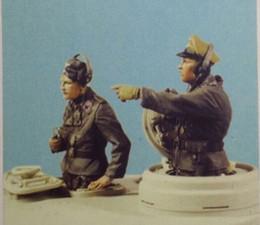Figuras de la gente modelo en venta-Venta al por mayor- 1/35 WW2 soldados alemanes T50 tanques 2 personas WWII resina modelo figura Kit de envío gratis