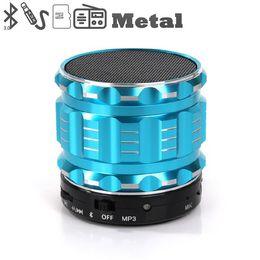 Acheter en ligne Boîte de haut-parleur de radio-S28 Mini Haut-parleur Bluetooth S-28 Métal Acier sans fil mains intelligentes Haut-parleur HiFi avec FM Radio Support TF carte couleurs Mélangé avec la boîte de détail