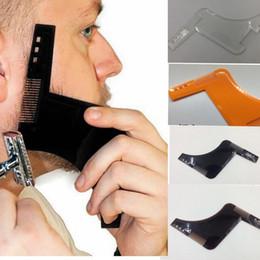 Descuento recortar las herramientas de corte Barba Bro que forma la plantilla del ajuste de la herramienta moldeado del corte del pelo que moldea la plantilla barba que modela las herramientas Ajuste la barba que forma la herramienta 4 color KKA1618