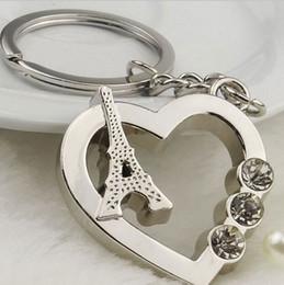 Descuento regalos para los amigos El envío libre 50pcs / lot vende al por mayor el llavero lindo de Keychain del coche de la torre Eiffel de París de los corazones del amor con el regalo de los amigos del Rhinestone