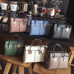 Wholesale 2017 new Korean female beauties handbags atmospheric tide fashion handbags all match shoulder bag leisure Xiekua package