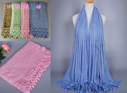 Promotion foulards en coton de marque de gros Vente en gros de coton de haute qualité des femmes en dentelle de coton floral châles bandeau concepteur populaire hijab envelopper longs foulards musulmans / écharpe 10pcs / lot