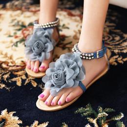 Promotion taille 34 talon rose Grande taille 34-43 Rose / Beige / Bleu Gladiateur d'été Sandales pour femme Bohemia Beaded Flower Flat Heels Flip Flops Chaussures pour femmes Sandales T-straps