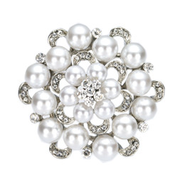 2 Inch Simulated Pearl and Rhinestone Crystal Diamante Floral Brooch Wedding Party prom Pins Vintage Style
