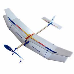 Planeadores de bricolaje en Línea-Al por mayor-3PCS DIY de goma de goma elástica de vuelo de avión de avión modelo de diversión de la diversión niños de juguete de ciencias juguetes educativos de montaje del avión