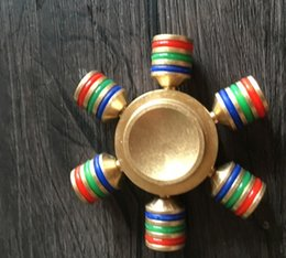 The new pressure-reducing finger top rotates hand spinner fingers, three blades of gyroscope