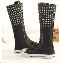 Niñas de arranque blanco en venta-Tamaño 35-43 Ate para arriba los planos de la mujer Zapatos ocasionales del remache Vintage Rodilla Botas altas del eje Zapatos Zapatos de lona de las muchachas Negro Blanco