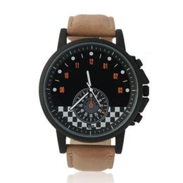 Descuento marcos de carreras Moda Nueva Mini coche de carreras escala de reloj de reloj Big Black Frame hombres de cuero de deporte de la correa reloj de cuarzo Reloj único