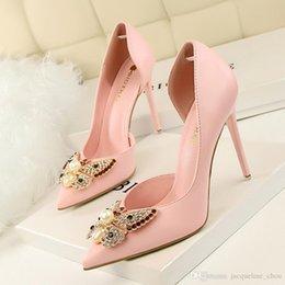 Perles de diamant hauts talons à vendre-2017 Nouvelles femmes pompes chaussures à talons hauts sexy pointé pointu talons hauts chaussures robe chaussures perles arc diamant unique 3168-5