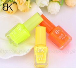 free shipping BK fluorescent polish nail oil 2017 glow in the dark, magnetic neon luminous art nailo