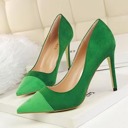 Acheter en ligne Chaussures habillées pour les femmes prix-Prix à bas prix sexy pointu toe patchwork dames chaussures habillement mode suédé boîte de nuit chaussures simples chaussures à talons hauts chaussures de bureau 1023-1