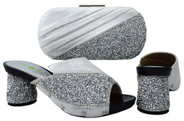 La conception de chaussures de couleur en Ligne-La plupart des dames populaires chaussures et des sacs pour correspondre à Set de haute qualité Matching chaussures et sac pour le design italien couleur argent UW1-4