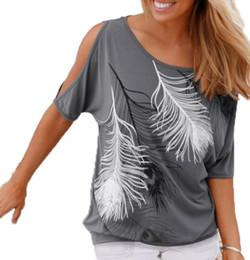 Verano mujeres pluma impresa camisetas O-cuello sin tirantes camisas de hombro de manga corta T-shirt Tipo suelto desde tipos de pantalones cortos para las mujeres fabricantes