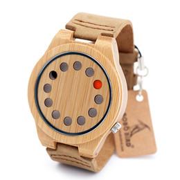 Promotion trous bois Top Brand Design 12 trous Red Black Pointer en bois de bambou Quartz Watch avec bracelet en cuir véritable blanc Drop Shipping