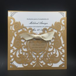 2017 Hot Sale Nouveau design Gold Purple Ribbon Invitations de mariage Cartes Hollow out Laser Cut Cartes de vœux Via DHL Livraison gratuite à partir de fabricateur
