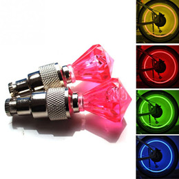Canada Vente en gros - 2Pcs LED Bicyclette Roue Tire Valve Light Sécurité Avertissement Flashing Diamond Car Lamp Décorer Bike Light Magnifique Night Tail Light bicycle wheel valve lights safety on sale Offre