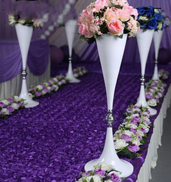Wholesale Grilled white paint Mermaid horn iron vase road channel road wedding venue layout props LLFA