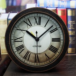 Wholesale European Retro Style Table Desk Clock with Roman Numerals Black Pointers Silent Sweeping Second Hand Round Shape Home Decor