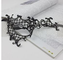 Half face mask type hollow lace veil