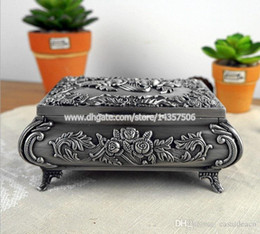 Vintage European Princess Metal Jewelry Box Medium Zinc Alloy Embossed Rose Pattern Jewerly Case Wedding Favors
