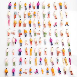 Figuras de la gente modelo en venta-Escala de la gente de la mini de la gente modelo 100pcs al por mayor-Caliente 1: 100 de la gente modelada modelo pintado de las personas modelo pintado modelo de la calle del parque del pasajero de la calle
