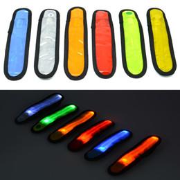 Vente en gros-bonne affaire Réfléchissant clignotant LED Glow Armband poignet cheville Visible bras ceinture sangle Sports Jogging vélo haute qualité de sécurité à partir de offres sportives fabricateur