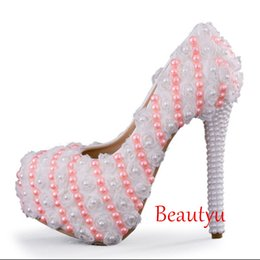 2017 sandalias de perlas flores De lujo blanco y rosa perlas zapatos de boda para las mujeres Sandalias 3 cm plataforma de tacón alto redonda dedo del pie rosas flores bombas nupciales accesorios sandalias de perlas flores outlet