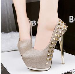 Promotion chaussures habillées pour les femmes prix Grossiste prix de l'usine de livraison gratuite talon haut japanned femmes nude en cuir de couleur s'habillent des chaussures de mariage autour du nez rivet shoe128