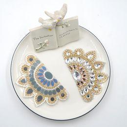 2017 boutiques de charme Adhésions chaussures clips décoratifs magasin Chaussures fleurs accessoires de chaussures clip de chaussure cristal charme matériau N2038 boutiques de charme sortie