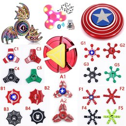 Jouet à araignée en Ligne-Super héros Fidget spinner Captain America Shield Iron Spider homme hulk Led bluetooth à la main spinners à bois Rainbow