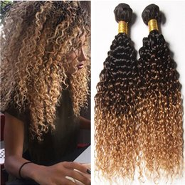 27 ombre bouclé à vendre-Ombre humaine péruvienne 3Bundles Kinky Curly 1B / 4/27 Dark Root Brown Honey Blonde Trois tons Ombre Virgin Human Hair Weaves Extensions