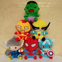 Descuento superhéroes juguetes de peluche Nuevos vengadores de la llegada 2 juguetes de la felpa de los héroes estupendos Thor Hawkeye Hombre araña Capitán América Hierro Hombre Hulk Muñecas Regalo lindo de la historieta de los cabritos