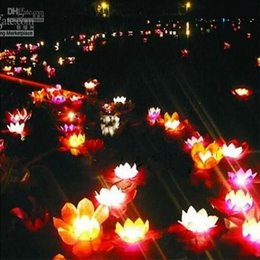 Velas de cumpleaños barcos en venta-La lámpara de seda multicolora del loto ruega Desear las linternas flotantes del agua con la vela para la decoración del banquete de boda del cumpleaños que envía libremente
