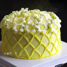 4pcs set Lily Flower Torus Cake Decoration Flower Cake Stand Nail Needle DIY Handmade Lily Maker Shape Nail Tool
