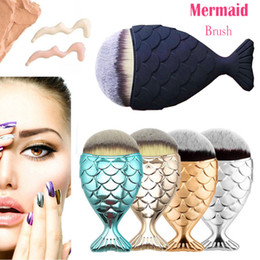Wholesale Fashion Charm Cosmetic Mermaid Scale Makeup Brush Fishtail Bottom Brush Powder Avoid freight Gift