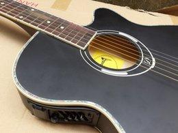 Promotion cordes de guitare acoustique noir Guitare acoustique de corps en gros de couleur noire avec égaliseur